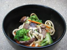 The Greasy Skillet: Japanese Pan Noodles copycat recipe from Noodle and Company. Pasta Dishes, Food Dishes, Main Dishes, Asian Noodle Recipes, Asian Recipes, Pan Noodles Recipe, Japanese Pan Noodles, Yummy Asian Food, Yummy Food