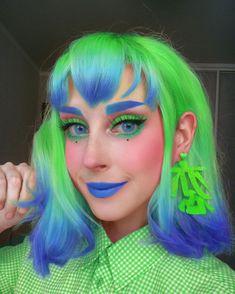 Neon Hair, Blue Hair, Pink Hair, Cool Makeup Looks, Rave Makeup, Short Green Hair, Dream Hair, Pretty Hairstyles, Hair Looks
