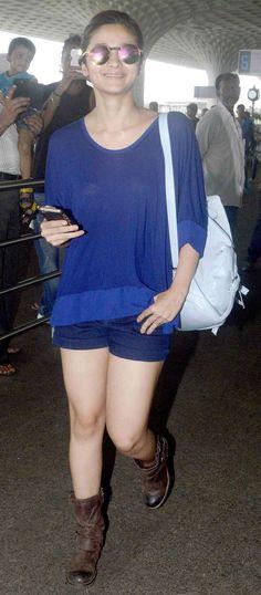 Alia Bhatt spotted at Mumbai airport. #Bollywood #Fashion #Style #Beauty #Hotpantsverbot