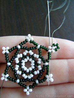 bead embroidery patterns on fabric Beaded Necklace Patterns, Beaded Bracelets Tutorial, Earring Tutorial, Seed Bead Bracelets, Seed Bead Jewelry, Silver Bracelets, Bead Crochet Patterns, Bead Embroidery Patterns, Seed Bead Patterns