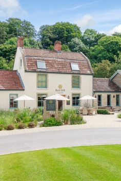 The Brook Bar & Bistro restaurant at Bath Mill Lodge Retreat offers delicious food and a friendly atmosphere. Baby Shower Afternoon Tea, Bath City Centre, Cosy Decor, Bath Somerset, Bistro Restaurant, The Bistro, Best Steak, Holiday Break, Wine List