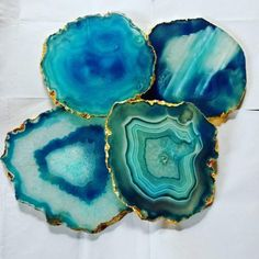I'm loving how these geode resin coasters turned out. I used silicone to make the free form molds and art resin with a… Diy Resin Art, Epoxy Resin Art, Diy Resin Crafts, Table Coasters, Agate Coasters, Stone Coasters, Unique Dining Tables, Agate Decor, Tea Coaster