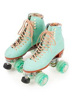 Moxi Teal Roller SKatesg