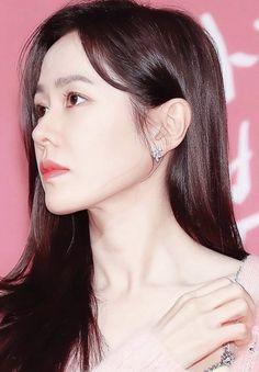 Vogue Photoshoot, Korean Shows, Hyun Bin, Korean Actresses, Korea Fashion, Dark Hair, Beautiful Boys, Beauty Women, Ulzzang