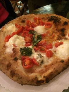 Gusto Pizza in Florence! Grab a ticket and share a table! Great Pizza in a super relaxed place to be among friends!