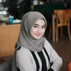 Hijab Casual Hijab Outfit, Beautiful Asian Girls, Outfits, Beauty, Instagram, Curly Bob, Life, Design, Style