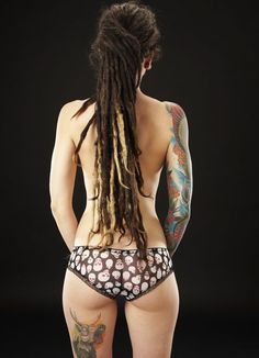 Dreads I would never do this but I think it looks awesome! Sexy Tattoos, Body Art Tattoos, Girl Tattoos, Crazy Tattoos, Female Tattoo Models, Dreads Girl, Alternative Hair, Trends, Inked Girls