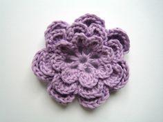 Retro Blume lila gehäkelt von NettiStrick auf DaWanda.com