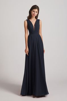 A-line bridesmaid dresses are oh-so-trendy and oh-so-flattering. #Alfabridal #navybridesmaiddresses #bridesmaiddresses Bridesmaid Dresses Long Blue, Blue Bridesmaids, Wedding Bridesmaids, Short Dresses, Formal Dresses, Wedding Dresses, Bridesmaid Inspiration, Floral Chiffon, Vestidos