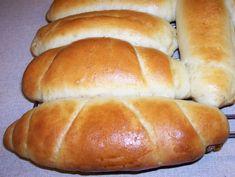 Určite každa viete spravit pečivo z kysnuteho cesta,ale chcela by som sa s vami podelit o tento recept ktory pochadza z jedneho Chorvatskeho mesta VARAŽDIN.je to barokove mesto a toto pečivo v originale sa robi len v tom meste,ja mam recept tak by som vam ho chcela napisat.Po chorvatsky sa toto pečivo vola Hot Dog Buns, Hot Dogs, Bread, Food, Meal, Essen, Hoods, Breads, Meals