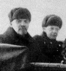 Lenin en zijn vrouw Nadezjda Kroepskaja. geboren in 1898 gestorven in 1924.
