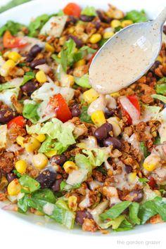 Vegan Taco Salad with Creamy Southwestern Dressing Vegan Mexican Recipes, Best Vegan Recipes, Vegetarian Recipes, Free Recipes, Healthy Recipes, Vegan Potato Salads, Vegan Dishes, Easy Salad Recipes, Veggie Recipes
