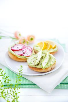 Bagel Sandwiches with Guacamole Topped with Avocado, Radishes and Orange   Foodlicious: Vegetarian Lunch