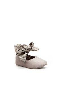 Con 1 añito, Jimena tenía estos zapatos... pero perdimos uno en un concierto de los Cantajuego :(
