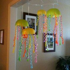 How fun! Make these giant jellyfish for summer parties, or just because. Kids always love animal crafts!