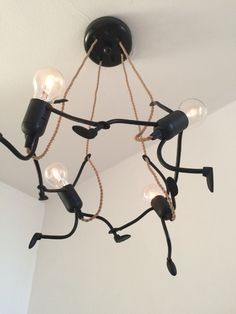 Craziness with lightbulbs:: Lamp Lampje, uniek en sfeervol handgemaakt design - KlimLampje Kroonluchter Vier Home Lighting, Lighting Design, Lighting Stores, Industrial Lighting, Industrial Design, Lamp Light, Light Up, Creation Deco, Unique Lamps