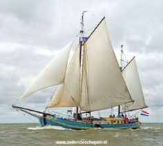 Tweemast tjalk de Mallejan varend. Dutch Barge, Tall Ships, Our World, Sailboat, Amazing Places, Sailing Ships, Holland, Nautical, Sailing Boat
