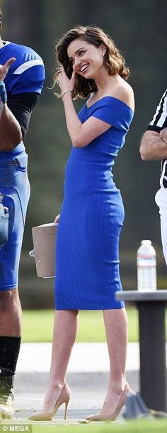 Die 102 besten Bilder von Blaue Kleider   Beautiful dresses, Blue dresses  und Blue gown ffd38ea711