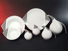Damit wir auch immer alle hübsch zum essen einladen können, wünschen wir uns dieses coole Service. Measuring Spoons, Designer, Porcelain, Shape, Table, Stripes, Essen, Porcelain Ceramics, Tables
