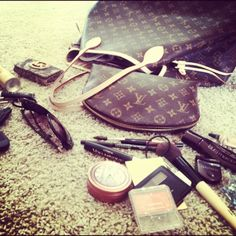 Whats In My Purse | CheckInTheMirror