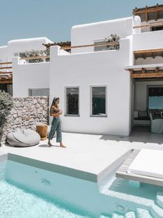 A Beginner s Guide to Greek Island Hopping With a Group Stay at Cavo Tagoo Mykonos Design Exterior, Interior And Exterior, Interior Modern, Wall Exterior, Cavo Tagoo Mykonos, Greek Island Hopping, Greek House, Pool Designs, Architecture Design
