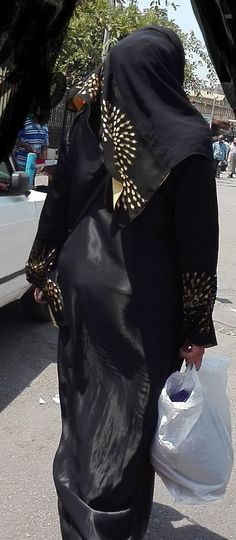 Arab Girls Hijab, Girl Hijab, Muslim Girls, Beautiful Hijab Girl, Beautiful Dresses, Beautiful Iranian Women, Milania Trump Style, Black Abaya, Hijab Fashionista