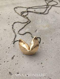 Lange Kette mit goldenem Glückskeks-Anhänger/ golden fortune cookie necklace made by NinaLeonhard via DaWanda.com