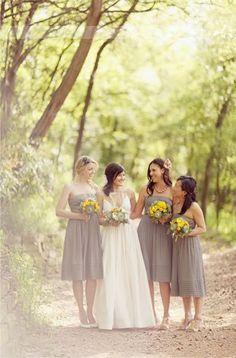 Photo inspiration. Bridesmaids & Bride.