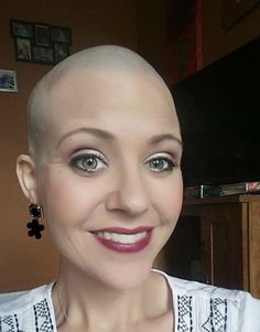 Beauties Just because it's not something fancy, it doesn't meant hat Bald Head Girl, Bald Head Women, Short Hair Cuts For Women, Short Hair Styles, Bald Hairstyles For Women, Girls With Shaved Heads, Close Shave, Shaving Razor, Shaved Hair