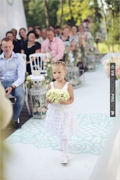 flower girl at wedding | CHECK OUT MORE IDEAS AT WEDDINGPINS.NET | #weddings #flowergirls #ringbearers