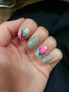 geometric pattern nail. sticker attatched. good for summer.