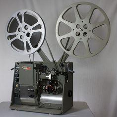 Proyector de cine de 8mm., y luego de Súper 8.- C.-