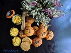Moje Małe Czarowanie: Bułki marchewkowe na zaczynie drożdżowym