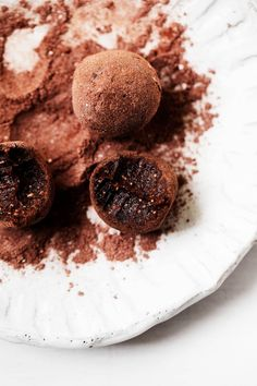 Raw vegan brownie bites are a perfect way to satisfy chocolate cravings while also getting a little nutrition from dried fruit and nuts. Easy Vegetable Soup, Easy Vegetable Recipes, Raw Food Recipes, Dessert Recipes, Snacks Recipes, Recipes Dinner, Easy Recipes, Raw Vegan Brownies, Vegan Pesto