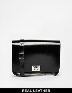 €99, Bolso Bandolera de Cuero Negro. De Asos. Detalles: https://lookastic.com/women/shop_items/146474/redirect