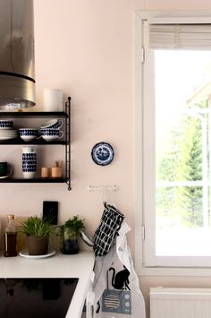 KOTIPALAPELI Kitchen Interior, New Kitchen, Home Kitchens, Entryway, Rooms, Black And White, Wall, Blog, Furniture