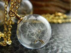 Collier de pissenlit. Faire un voeu. Perle de verre soufflé. Orb.  Ronde transparente. Fleur. Graines de pissenlit. Or