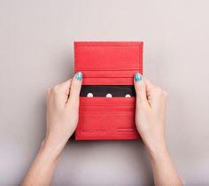 Un favorito personal de mi tienda Etsy https://www.etsy.com/listing/213865756/womens-leather-card-holder-bifold