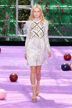 Raf Simons imagina jardins impressionistas para a alta-costura de inverno da Dior - Vogue | Desfiles