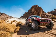 DAKAR 2020 X-RAID´S GOOD Carlos Sainz leads the overall ranking and there are four Mini among the top ten. The X-Raid team can look . Dirt Racing, Off Road Racing, 4x4 Off Road, Road Race Car, Race Cars, Nascar, Pajero Off Road, Rally Dakar, Rally Raid