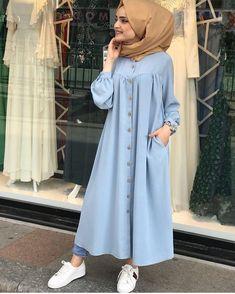 L'image contient peut-être : une personne ou plus et personnes debout - Tesettür Hırka Modelleri 2020 - Tesettür Modelleri ve Modası 2019 ve 2020 Hijab Fashion Summer, Modern Hijab Fashion, Street Hijab Fashion, Islamic Fashion, Abaya Fashion, Muslim Fashion, Hijab Mode, Mode Abaya, Casual Hijab Outfit