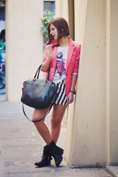 Outfit con Automa Style by Eleonora Pellini nel suo  Upon a time Blog  #tshirt #woman #collection #anchor #style #fashion