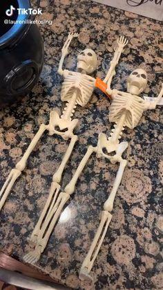 Looks Halloween, Outdoor Halloween, Halloween Party Decor, Holidays Halloween, Halloween Treats, Halloween Diy, Happy Halloween, Halloween Table, Entrada Halloween