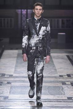 【ルック】「アレキサンダー・マックイーン」2016-17年秋冬ロンドン・メンズ・コレクション   2016-17 FW LONDON MEN'S COLLECTION   ALEXANDER McQUEEN   COLLECTION   WWD JAPAN.COM