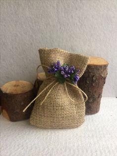 Lavanta kesesi  Instagram sayfamız @nikahliksekerler Burlap Crafts, Diy And Crafts, Arts And Crafts, Burlap Gift Bags, Gift Wraping, Lavender Bags, Handmade Wedding, Paper Flowers, Baby Gifts