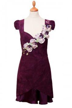 Платье из стрейчевой замши с кожаными орхидеями