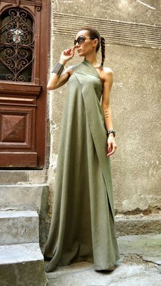 NOUVEAU Maxi Dress / robe de lin caftan Vert Olive / par Aakasha dresses tight off the shoulder NEW Maxi Dress / Olive Green Kaftan Linen Dress / One Shoulder Dress / Extravagant Long Dress / Party Dress by AAKASHA Maxi Robes, Dress Robes, Dress Up, Dress Casual, Buy Dress, Dress Long, Look Fashion, Womens Fashion, Party Fashion