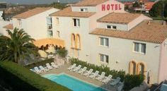 Hôtel Azur Cap d'Agde Mentioned in the Michelin and Routard guides, this hotel on the edge of the sea offers functional, comfortable accommodation open all year round   Explore the seaside resort of Cape of Agde, where you will be 3 km from the largest naturist camp in...