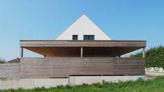 Bodenständig, aber mit moderner Wohnstruktur - Niederösterreich GESTALTE(N) Style At Home, Garage Doors, Cabin, House Styles, Outdoor Decor, Home Decor, New Construction, Boden, Architecture