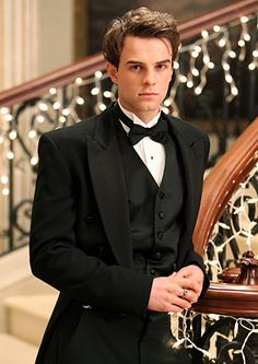 nathaniel buzolic (plays cole on vampire diaries)